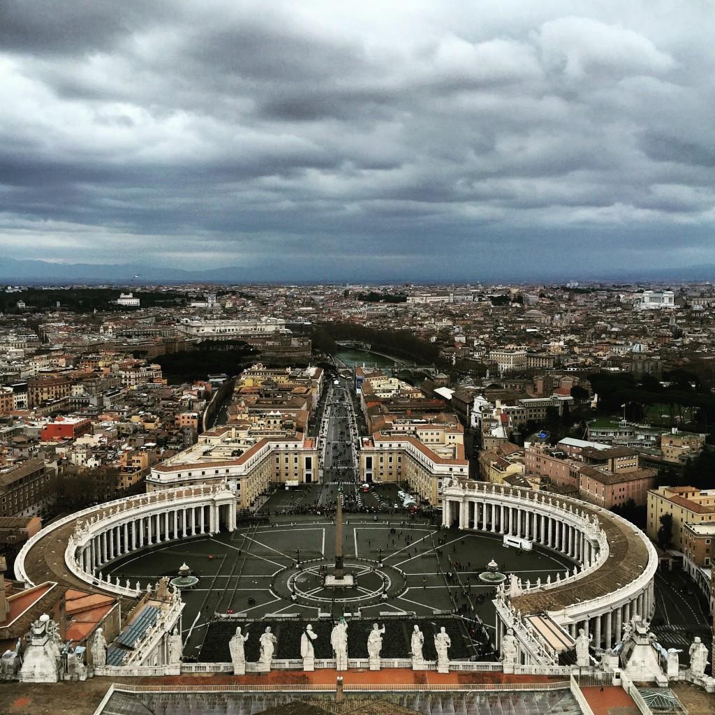 Blick vom Petersdom auf den Petersplatz
